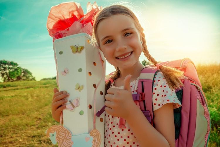 Schulkind mit Zuckertüte
