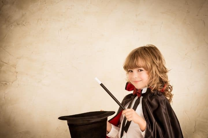 Kind zaubert