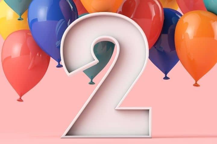 Nummer Zwei mit Ballons
